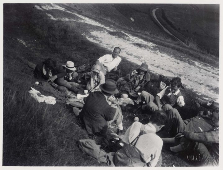The Bloomsbury Group out on a picnic in Essex